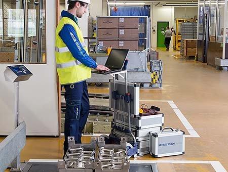 Service_Warehouse_Logistic_Uptime