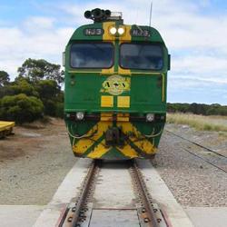 Gekoppelde dynamische spoorweegbruggen