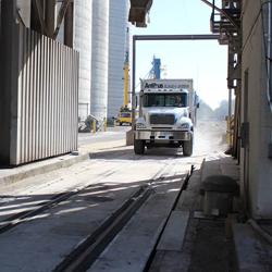 Kombinirane tehtnice za tovorna vozila in železniške vagone
